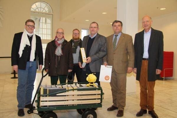 Volksinitiative Bienensummen Übergabe im Landtag