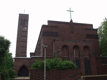Kreuz über dem Hauptportal