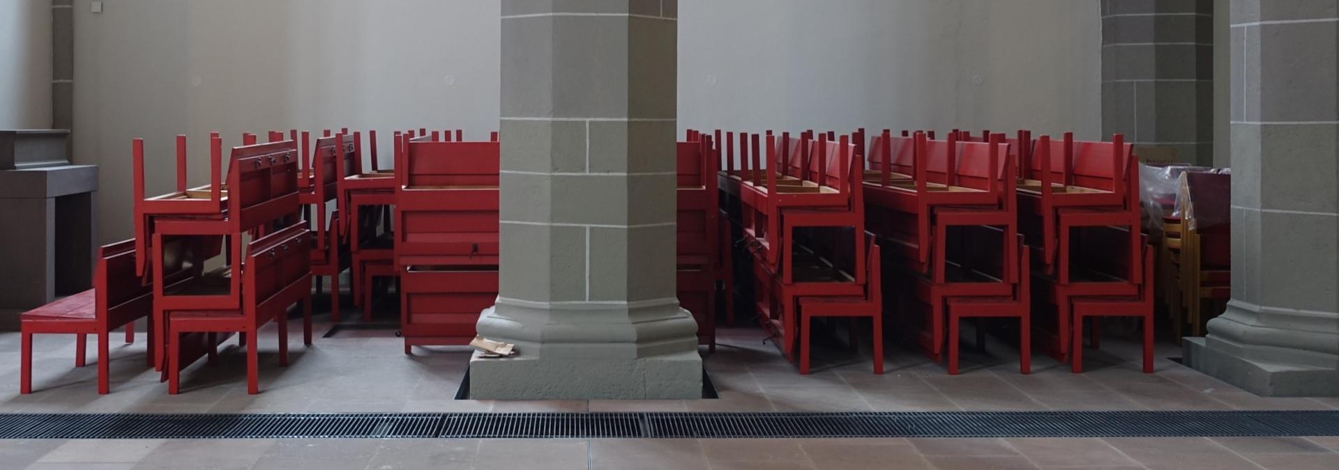 Es warten die Bänke in der Kinderkirche (Nicolaikapelle)