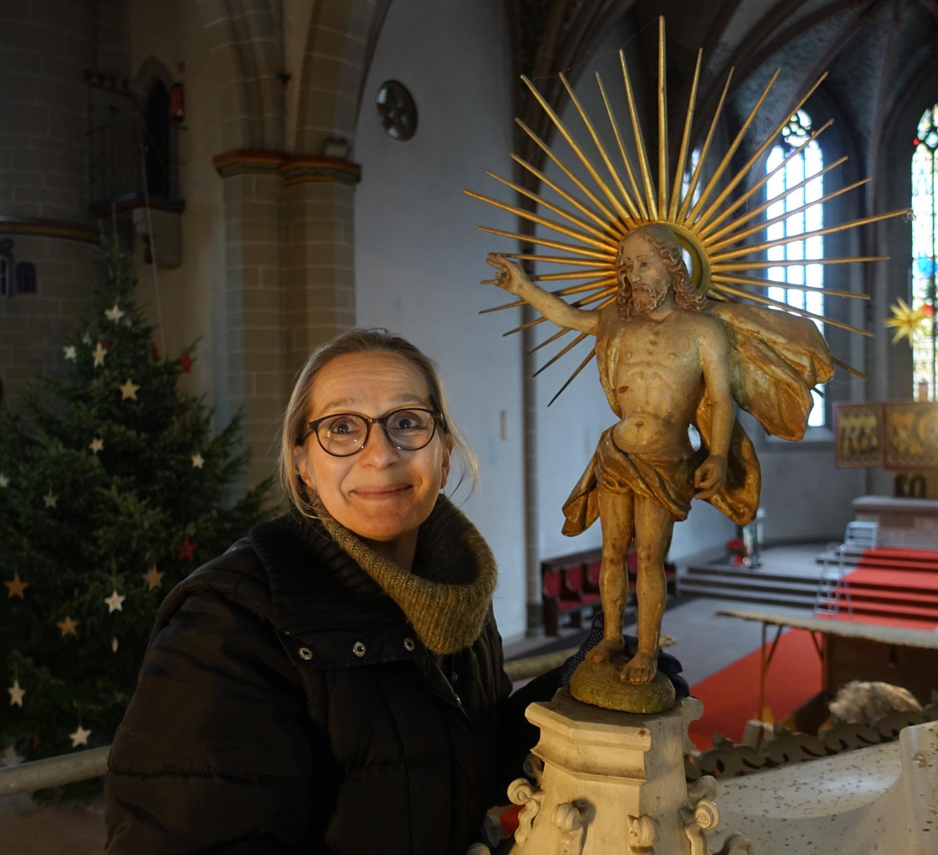Viola Bothmann mit dem auferstandenen Christus