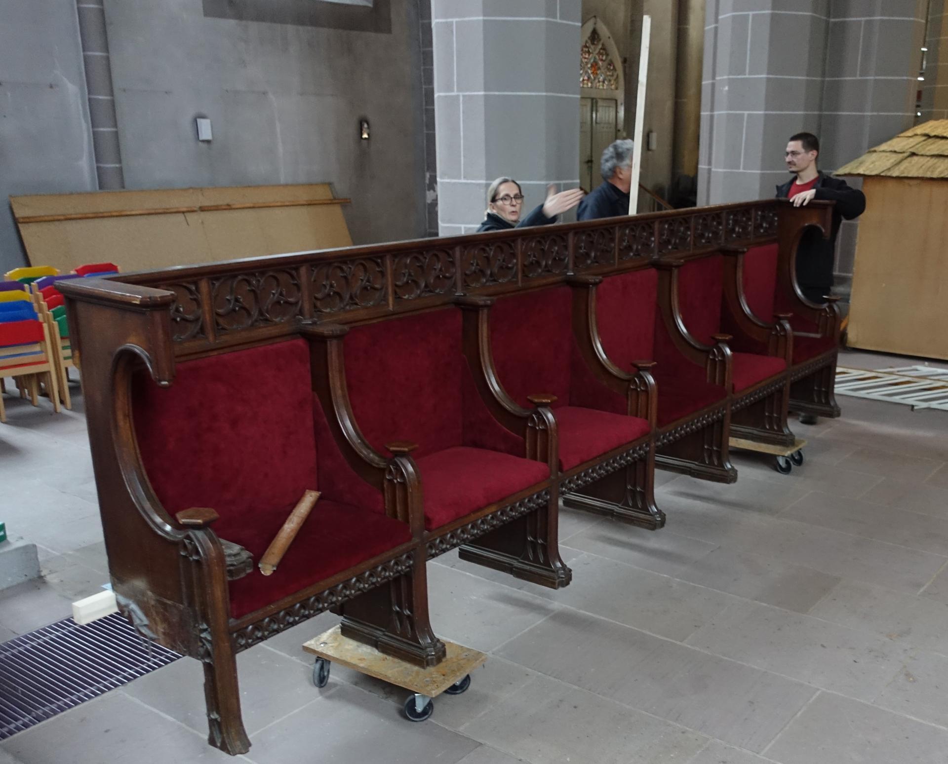 Abbau Chorgestühl und Lagerung in der Sakristei