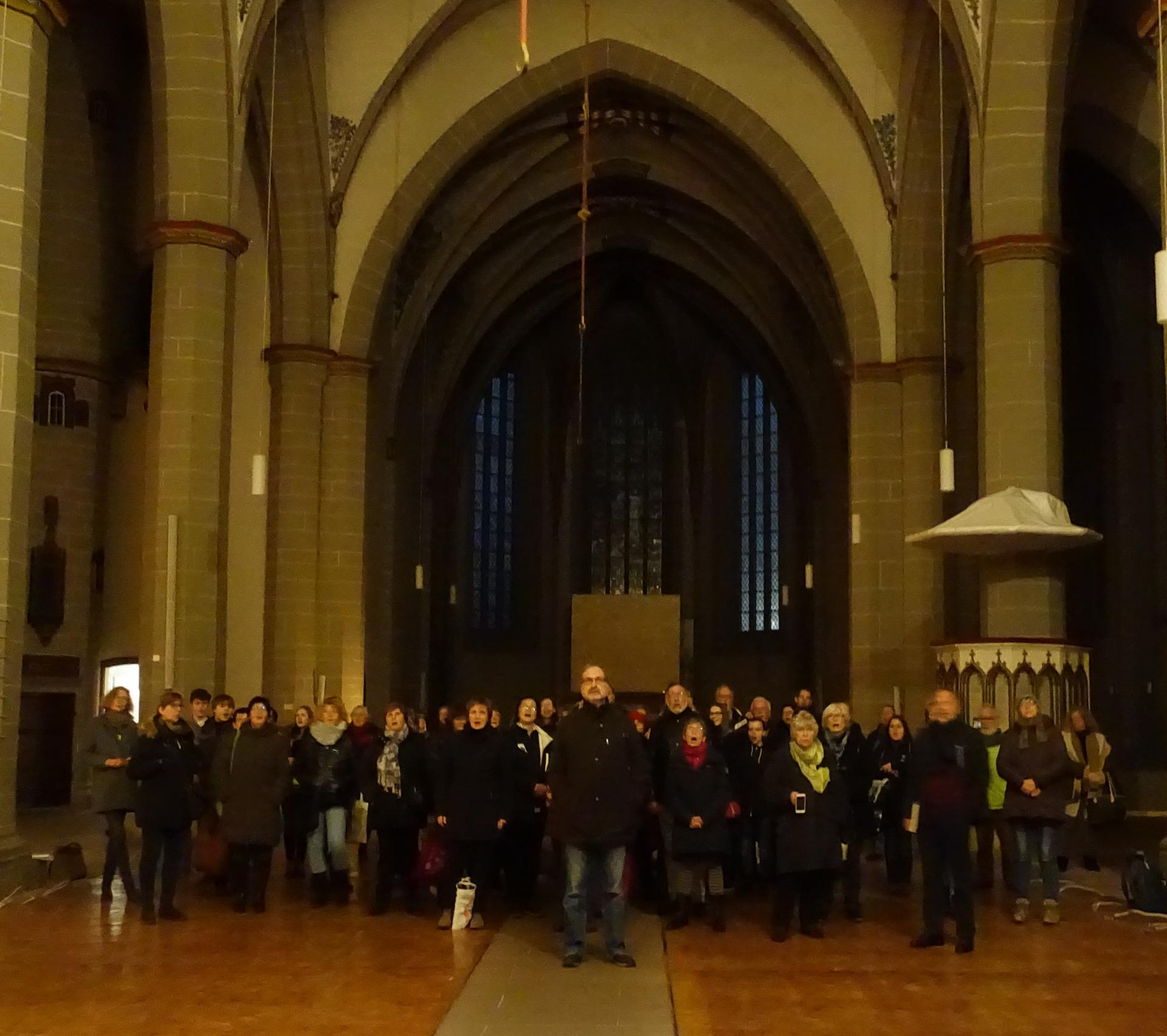 Abschied von der Orgel in der leeren Kirche durch die Kantorei am 10.01.2020 nach der freitäglichen Kantoreiprobe.