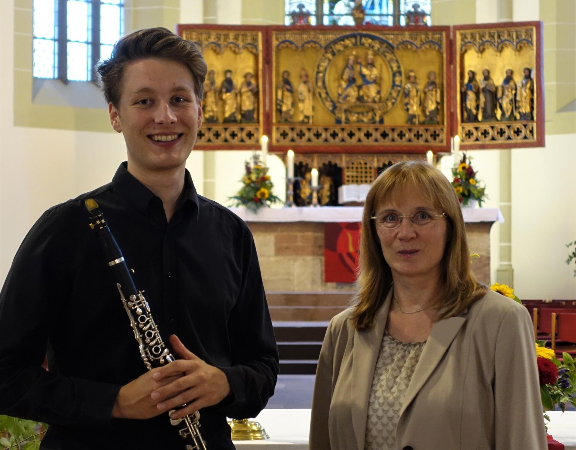 Tina Willms nach Ihrer Lesung am 07.09. mit ihrem Sohn der sie nicht nur auf dem Saxophon begleitet hat