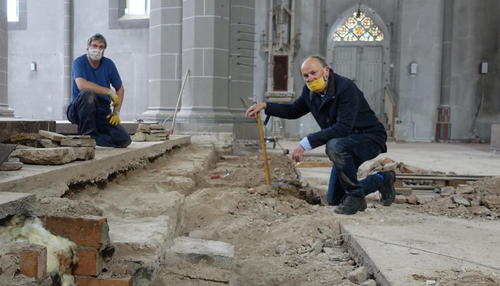 Dr.Stefan Teuber und Grabungsgehilfe