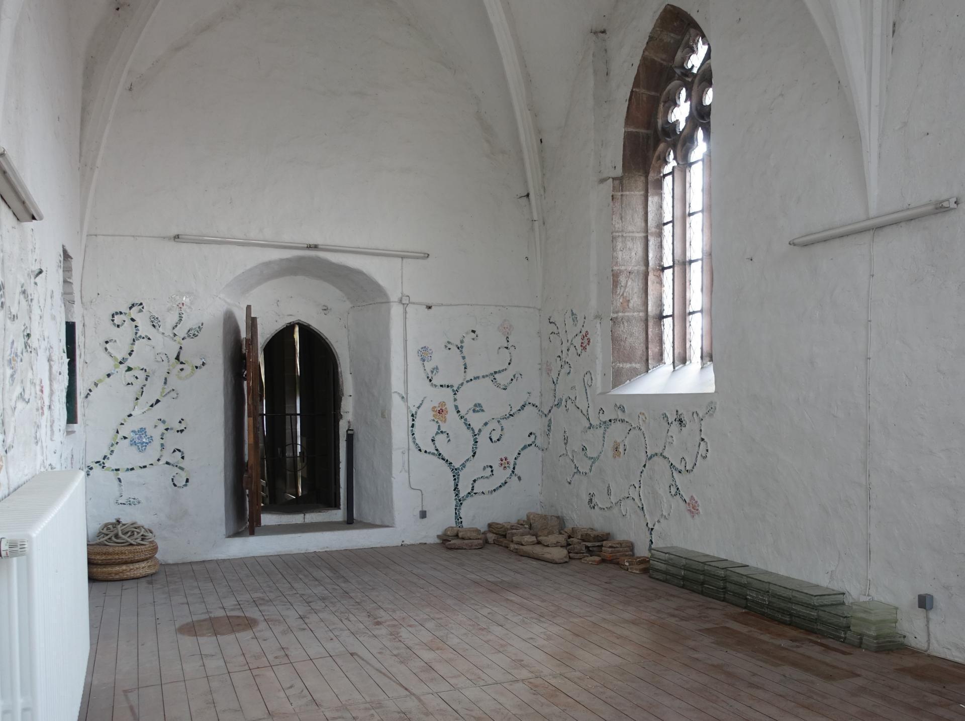 Bild 362 zeigt die Büßerkammer mit den erhaltenswerten Steinen im Juli 2020