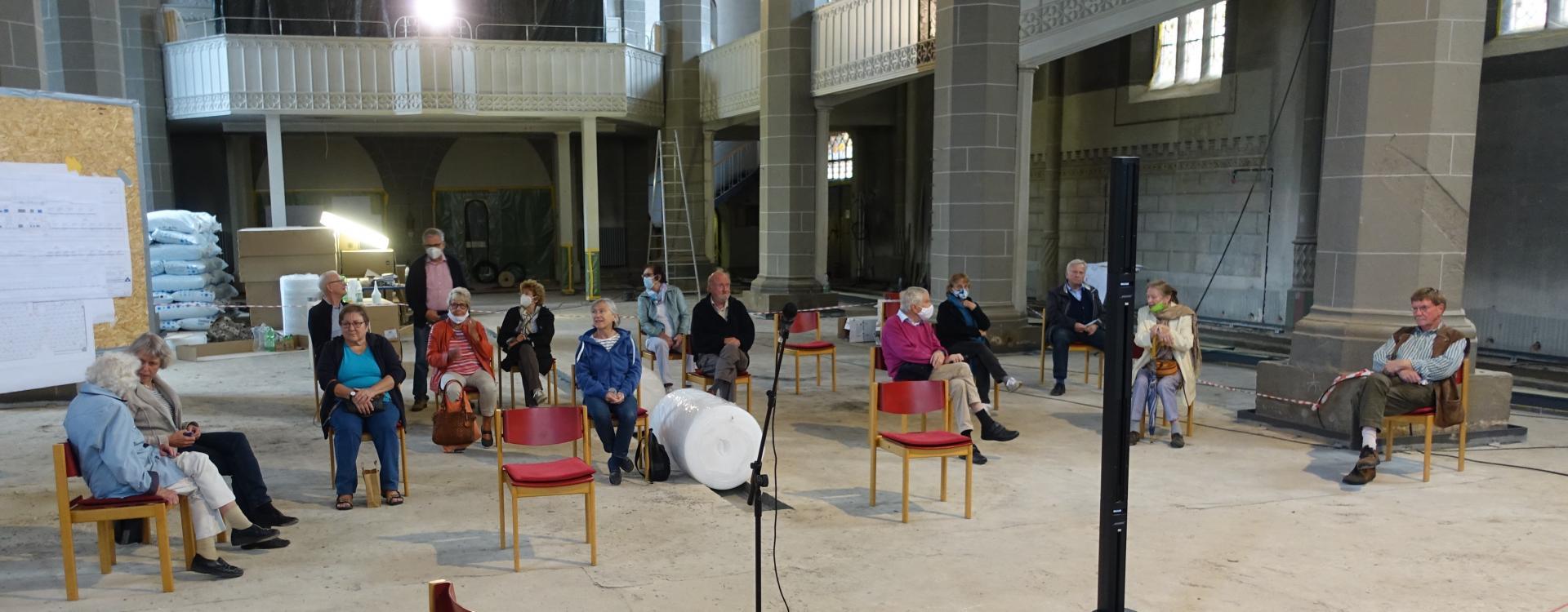 Bild 739 zeigt einige Personen der Kirchenöffner_Innen