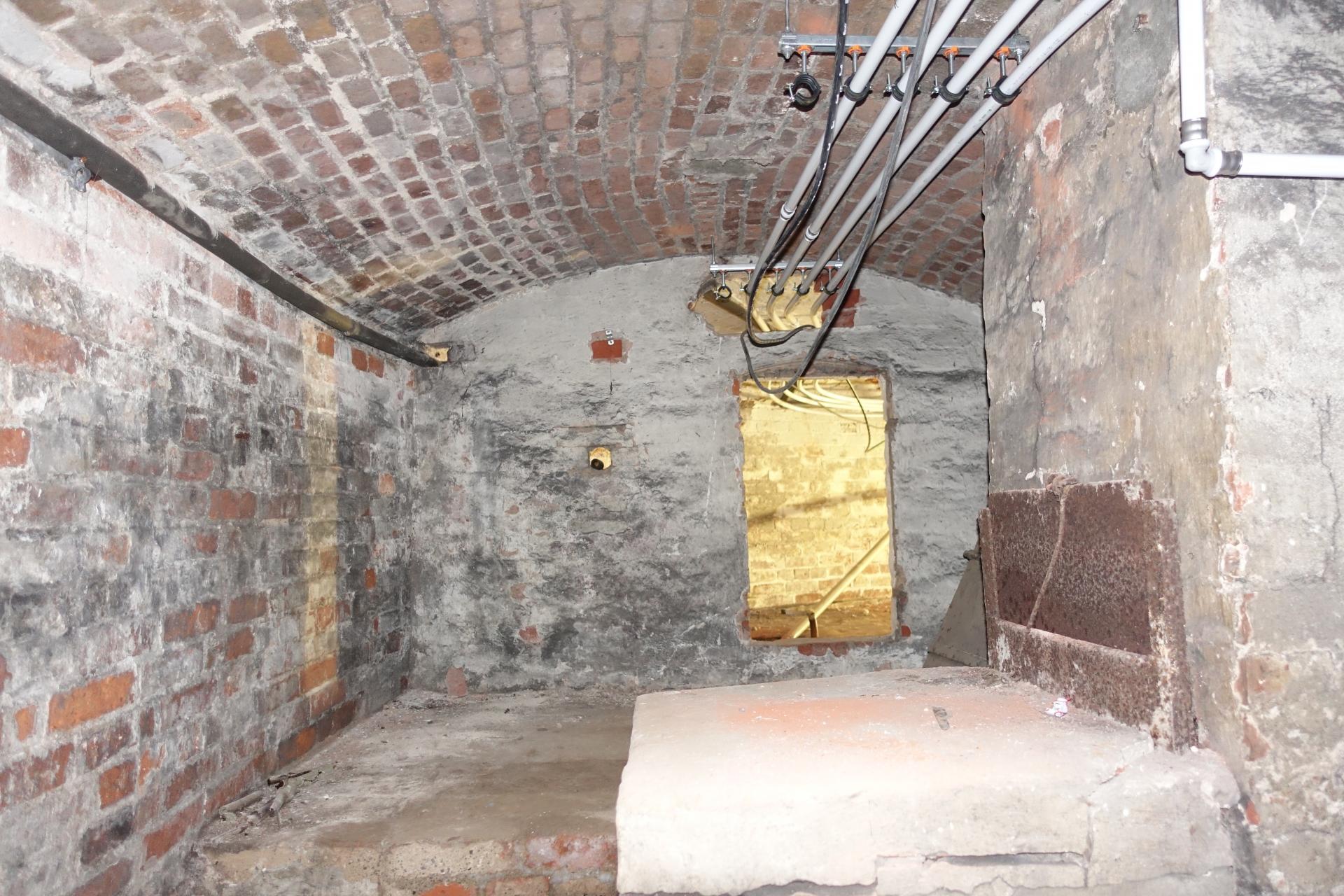 Bild 059 zeigt die Flächenheizungsrohre unterhalb der Kinderkirche und dem Mittelschiff vor dem Chorraum