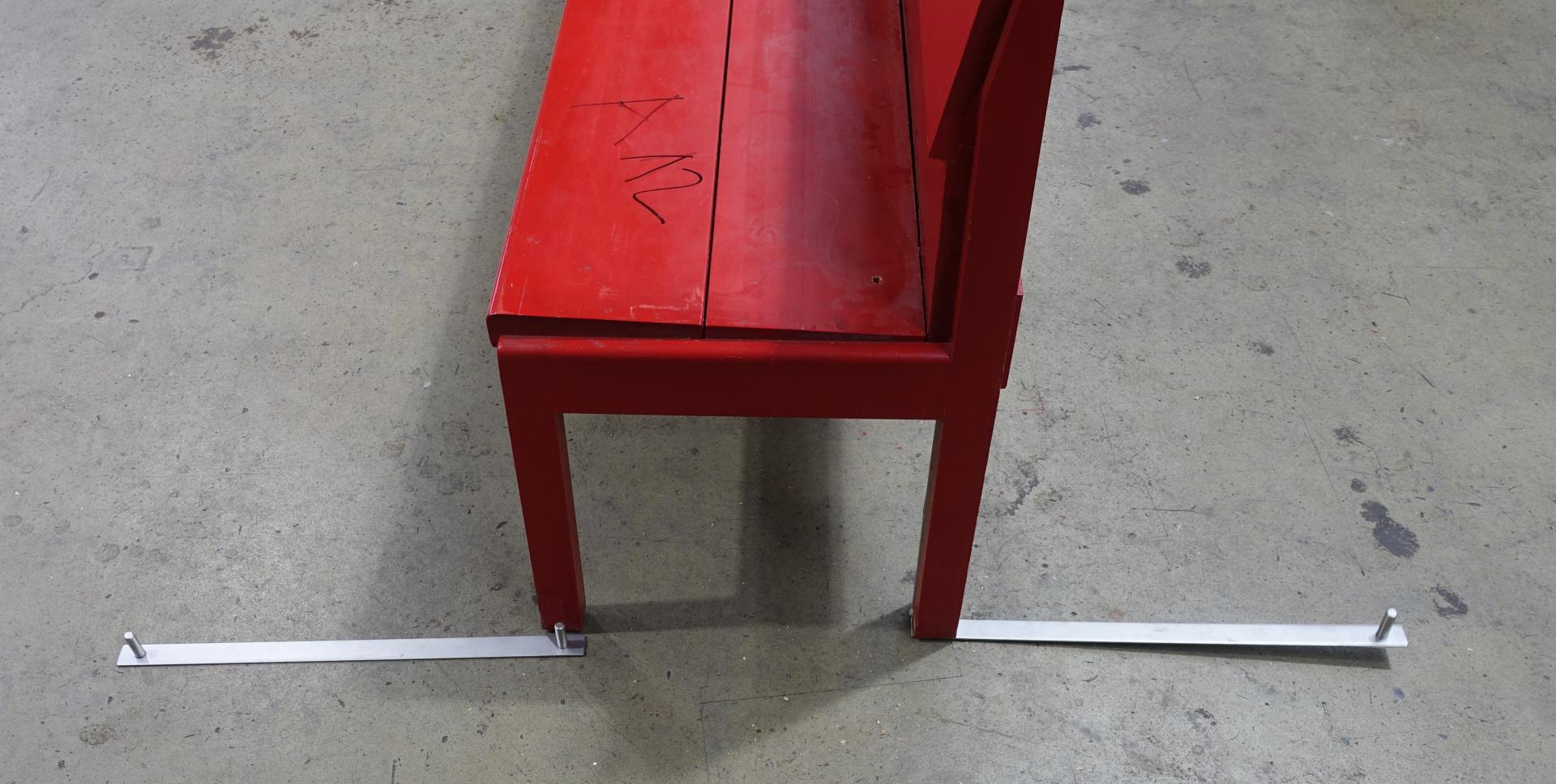 Bild 160 zeigt die Stahlschiene, die vordere und hintere Bank verbindet.