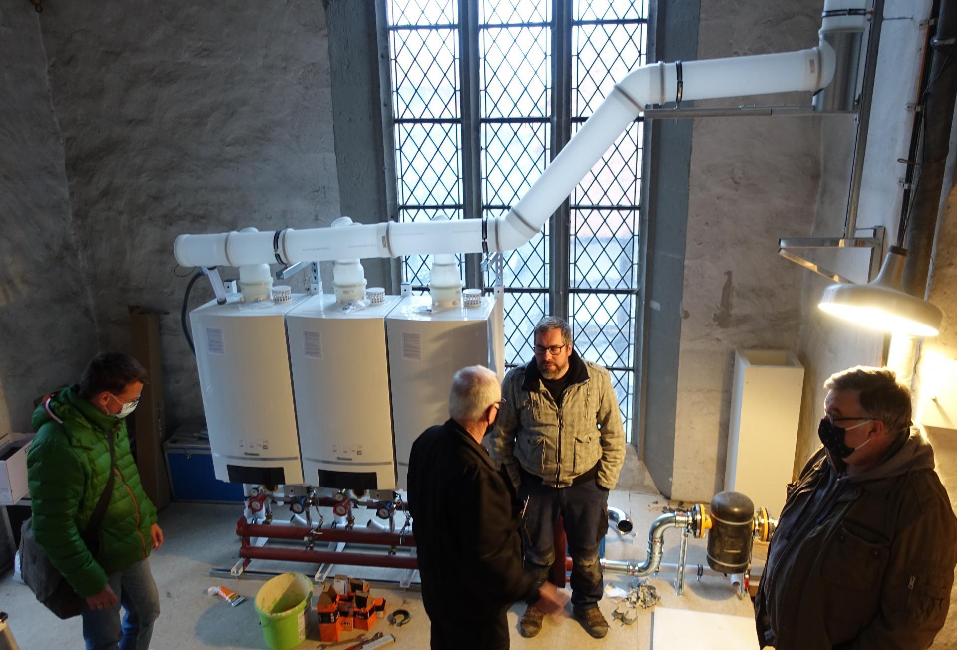 Bild 231 ein Gesprächstermin mit Henning Schmidt, Bezirksschornsteinmeister mit Michael Täubert, Erik Müller und Frank Wagner in der Vorbälgekammer