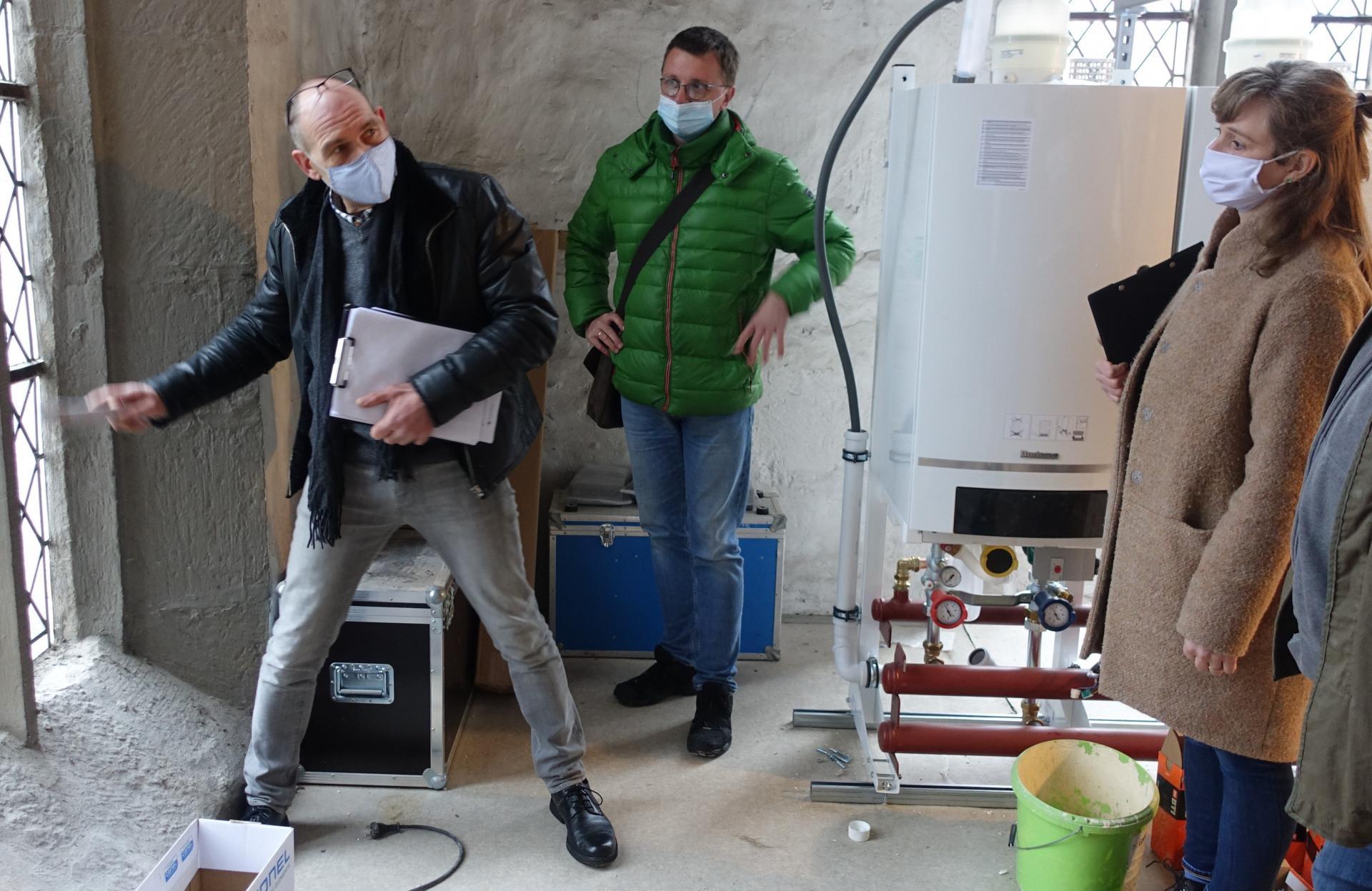Bild 254 zeigt Frank Schneemelcher aus Quedlingburg, im Gespräch mit Nicole Sterzing und Michael Täubert- es geht um die Frischluftzufuhr für die Heizkessel via Fenster