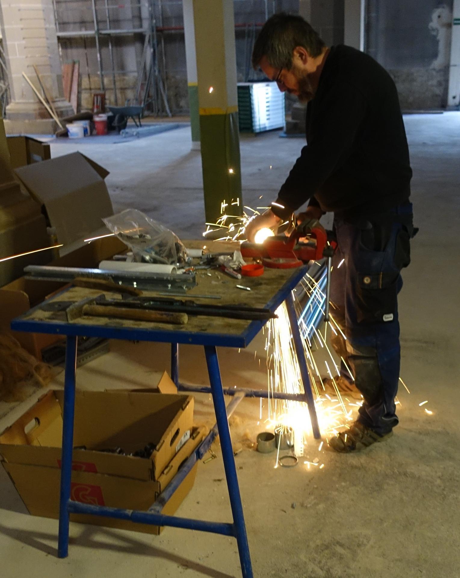 Bild 257 zeigt die vielfältige Arbeitsweise eines Heizungsbauers namens Erik Müller