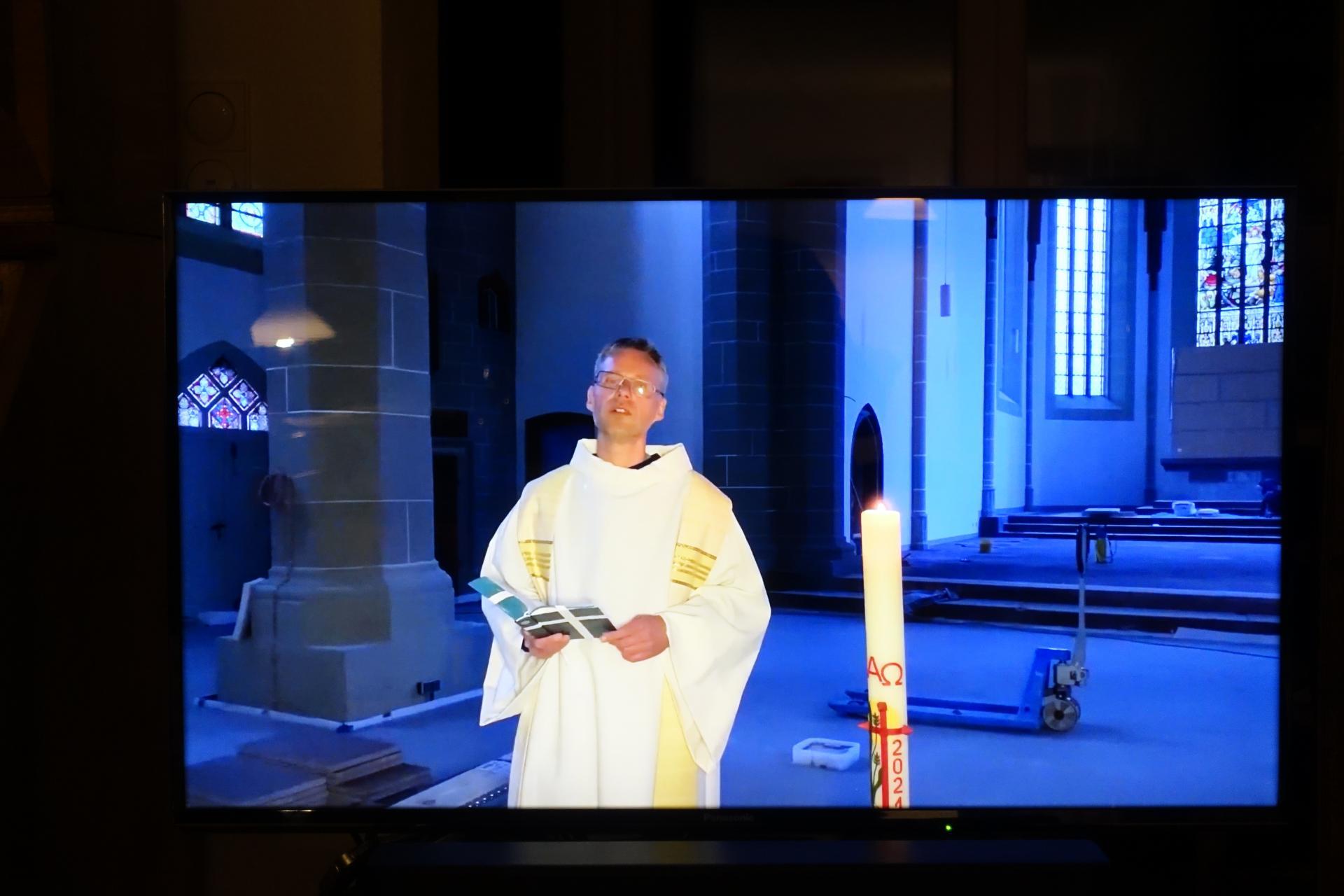 Unser Pastor Stefan Leonhardt auf der Baustelle