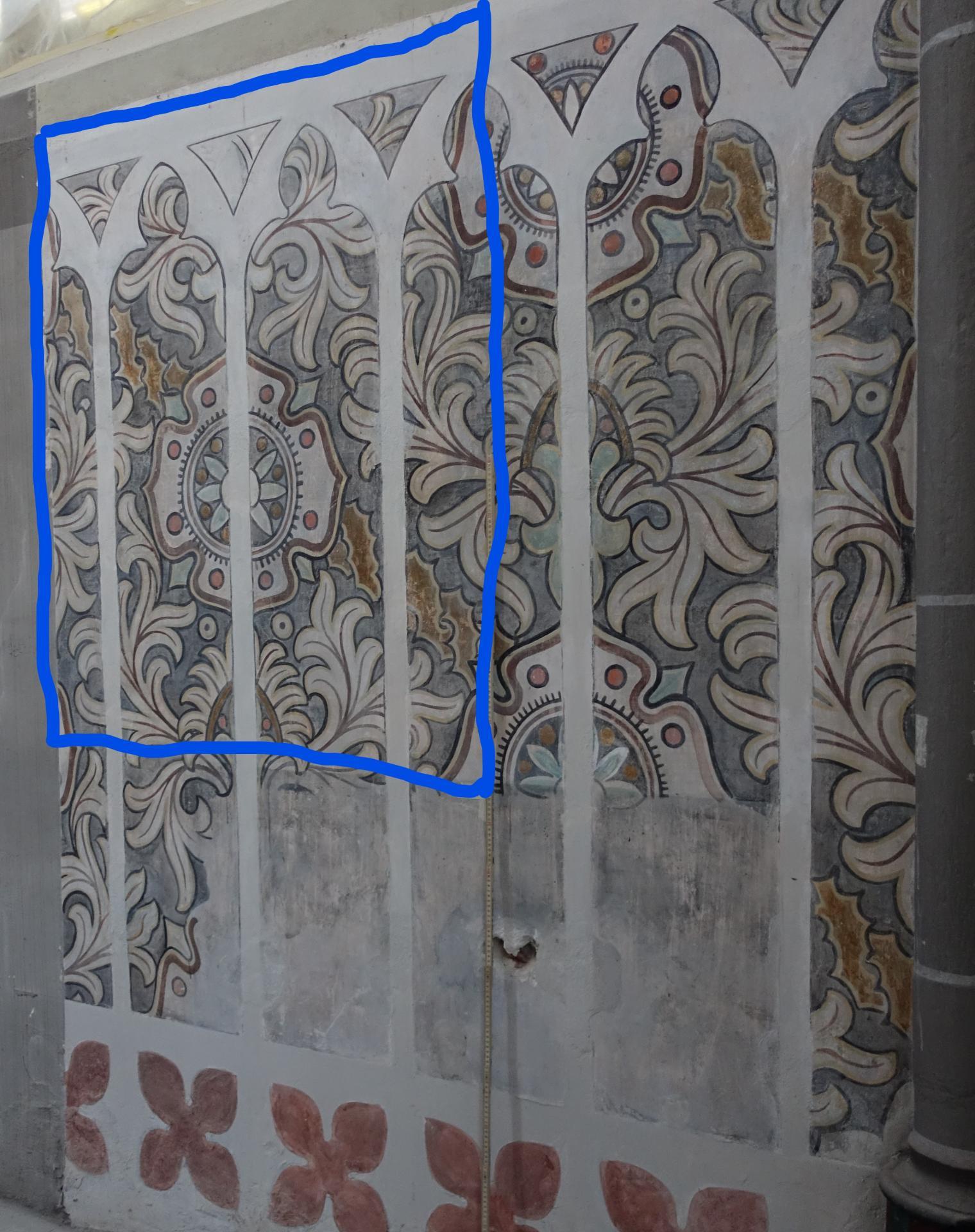 Bild 153 zeigt die von Anja Stadler freigelegte blumige Wandbemalung aus 1844- sie wird blau umrandet so belassen werden.