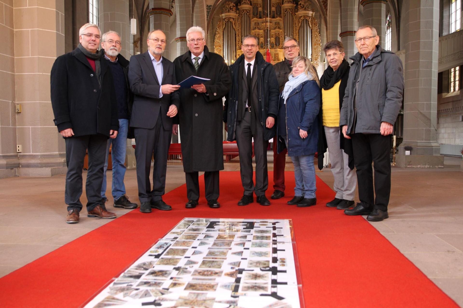 Das Bild zeigt die Gruppe mit dem Präsidenten der Klosterkammer Hans-Christian Biallas bei der Scheckübergabe am 02.12.2019
