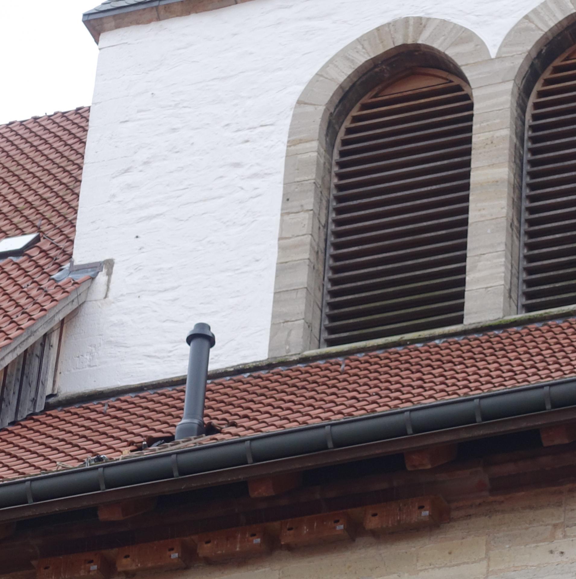 S4 zeigt den Schornstein, der auf dem Dach ja klein aussieht