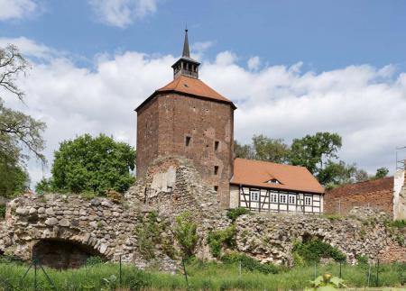 Burg mit Mauer
