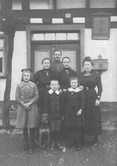 Vor der ersten Poststelle