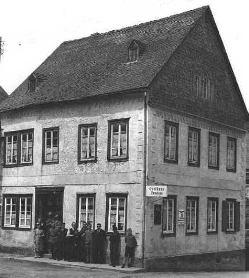 """Die""""Johannsches"""" um 1930 vor der neuen Gastwirtschaft"""