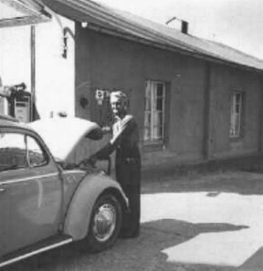 Langs Fritz, Tankstelle und Saal