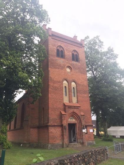 Kirche Redlin von Außen