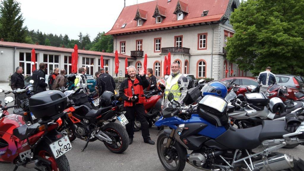 Männer und Motorräder