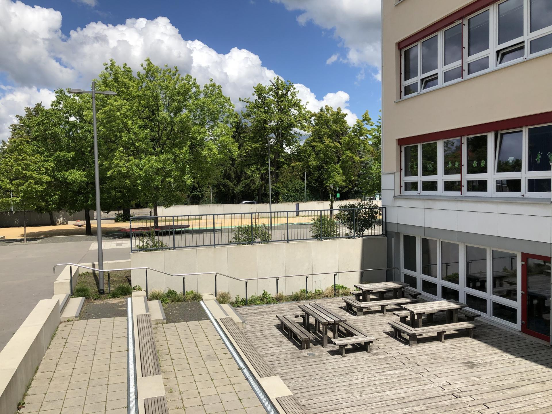 Schulhof - Terrasse
