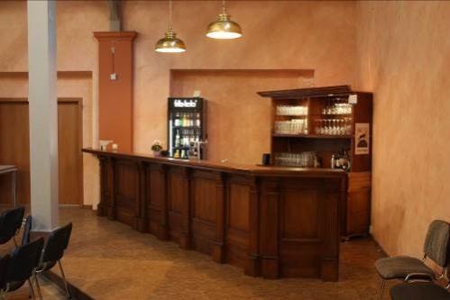 Großer Saal mit Bar