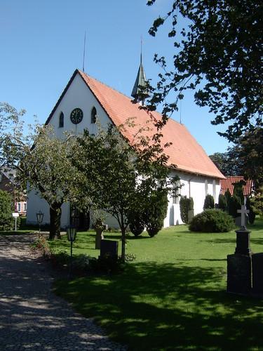 St. Marien-Magdalenen Kirche in der Kirschblüte