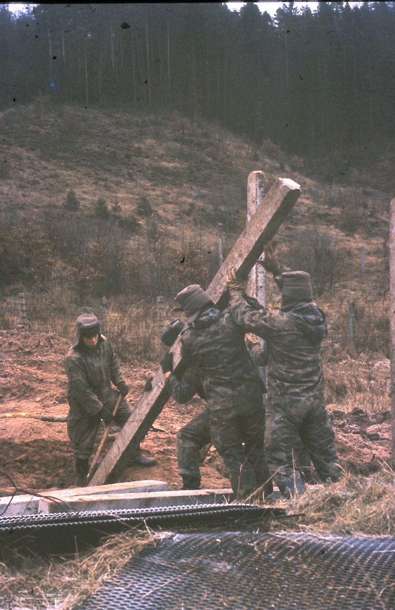 Bau Grenzzaun DDR