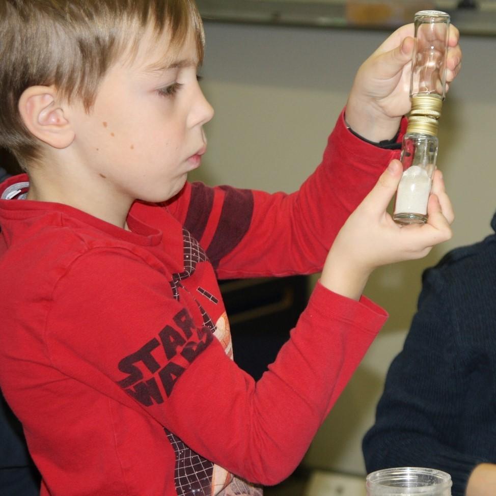 Wir bauen eine Sand- und Kerzenuhr
