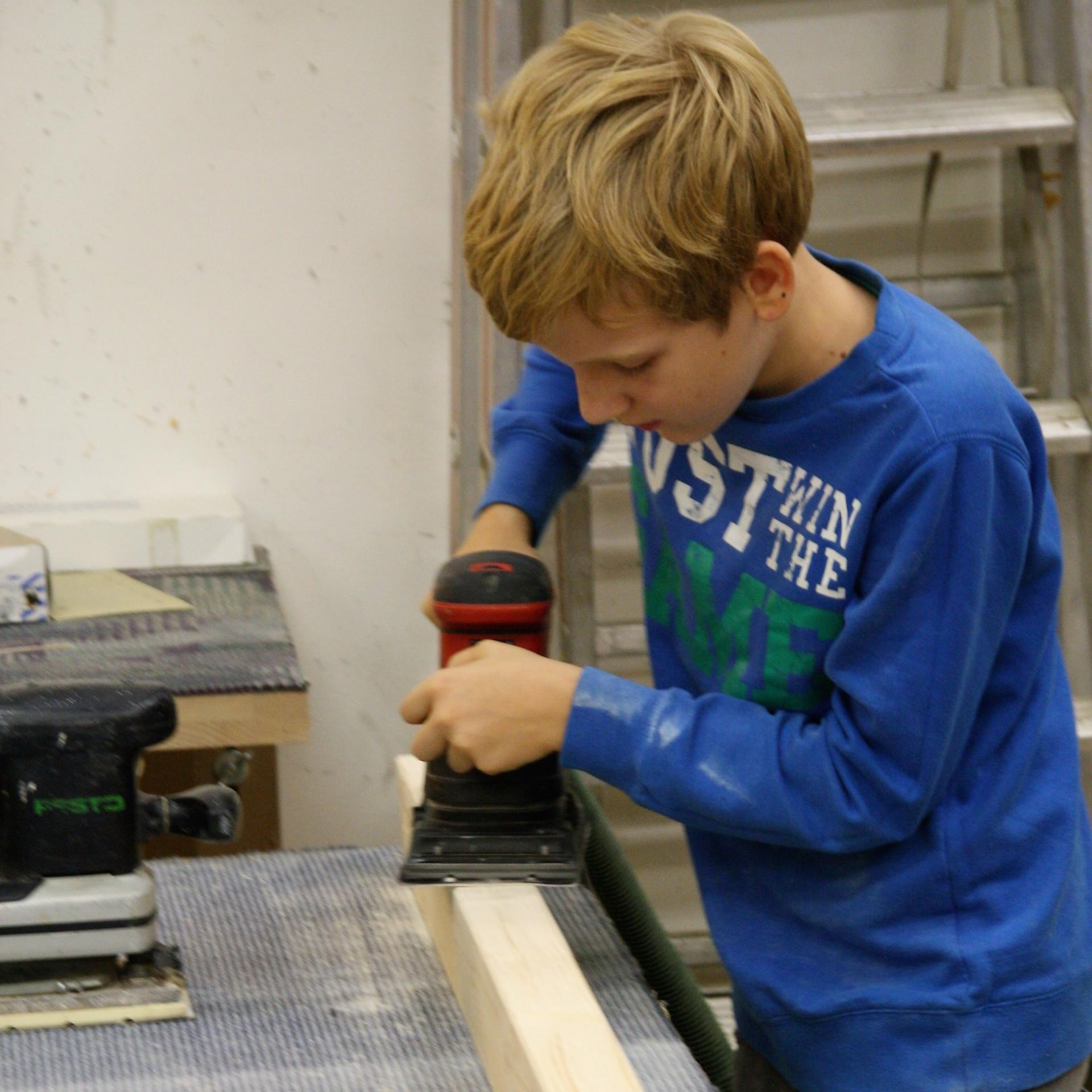 Holzarbeiten in der Werkstatt