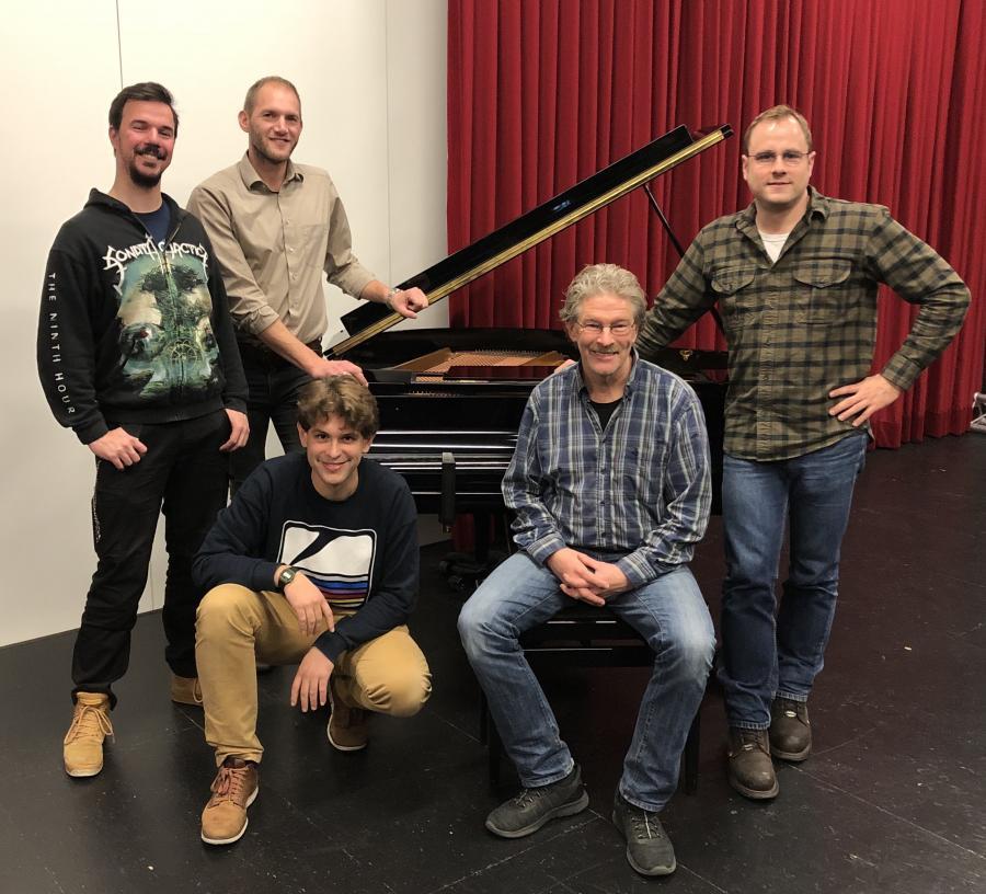 Die Fachschaft Musik 2019 (v.l.): Herr Segebarth, Herr Tönjes, Herr Chmielewski, Herr à Tellinghusen, Herr Scharenberg (Teamleiter)