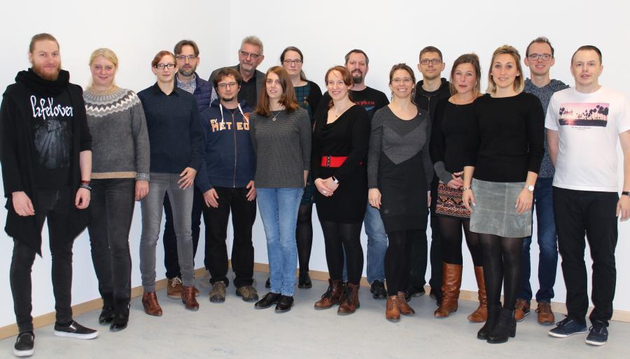 Der Fachbereich Naturwissenschaften 2019 (v.l.): Herr Schmidt, Frau Saathoff, Frau Block, Herr Oppenborn, Herr Vogt, Herr Hayunga, Frau Nimmler, Frau Dr. Bölter, Frau Volz, Herr Paul, Frau Olberding, Herr Sziedat, Frau Dr. Albers, Frau Remmers, Herr Witte, Herr Kehl