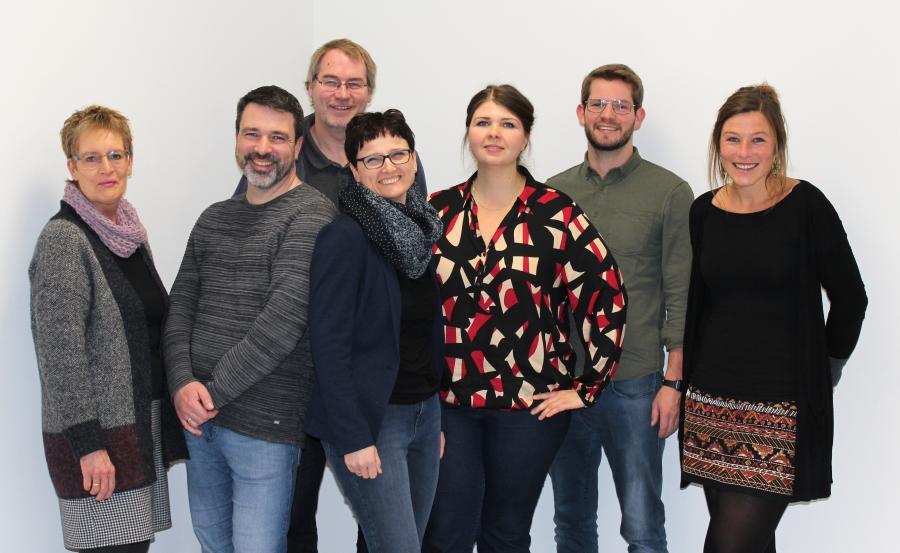 Der Fachbereich AWT-Wirtschaft 2019 (v.l.): Frau Bohlen, Herr Natelberg, Herr Steinke (Fachbereichsleiter Arbeit-Wirtschaft-Technik), Frau Kirmis, Frau Deppe, Herr Veldhuis, Frau Dr. Albers