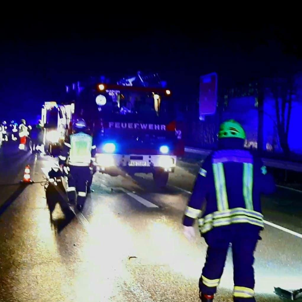 Verkehrsunfall mit mehreren Pkw 21.12.2020