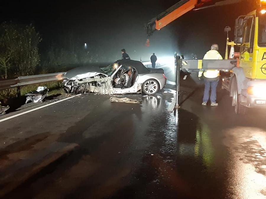 Verkehrsunfall mit eingeklemmter Person, B85 Höhe Ruderting 16.11.2019