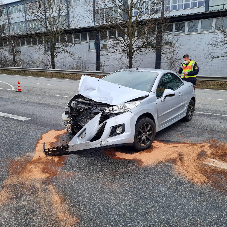 Verkehrsunfall Autobahnzubringer, Höhe Firma Bayerwald 24.03.2021