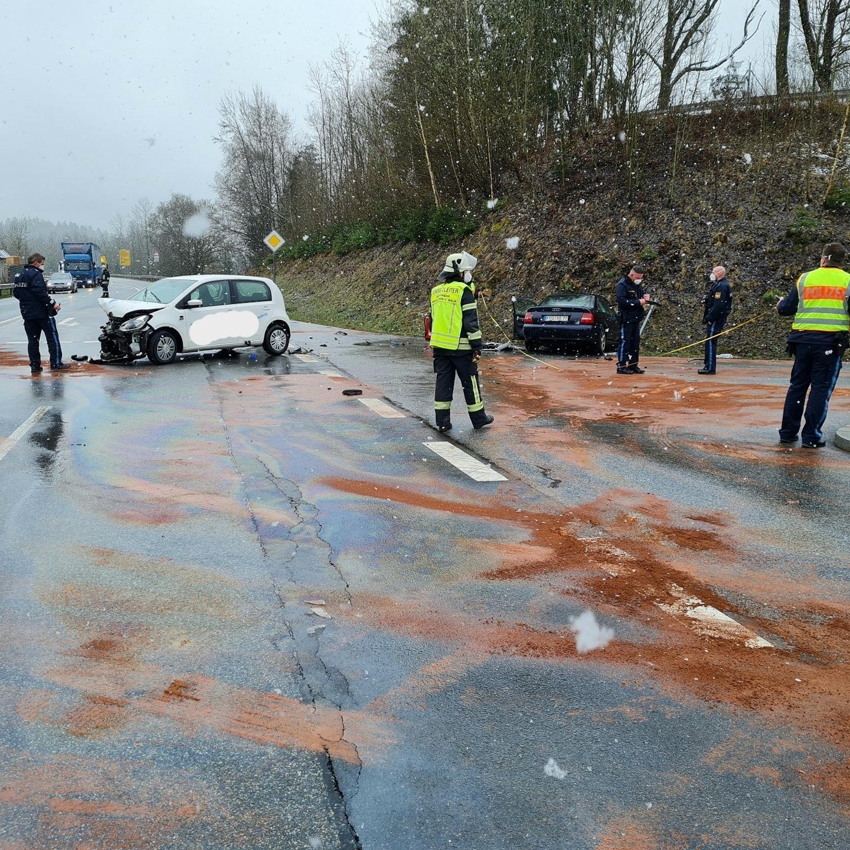 Verkehrsunfall Autobahnzubringer, Höhe Firma Bayerwald13.04.2021