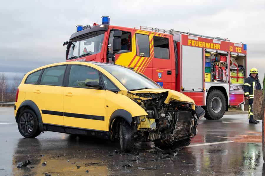 Verkehrsunfall alte B85, Kreuzung Möging 29.11.2019
