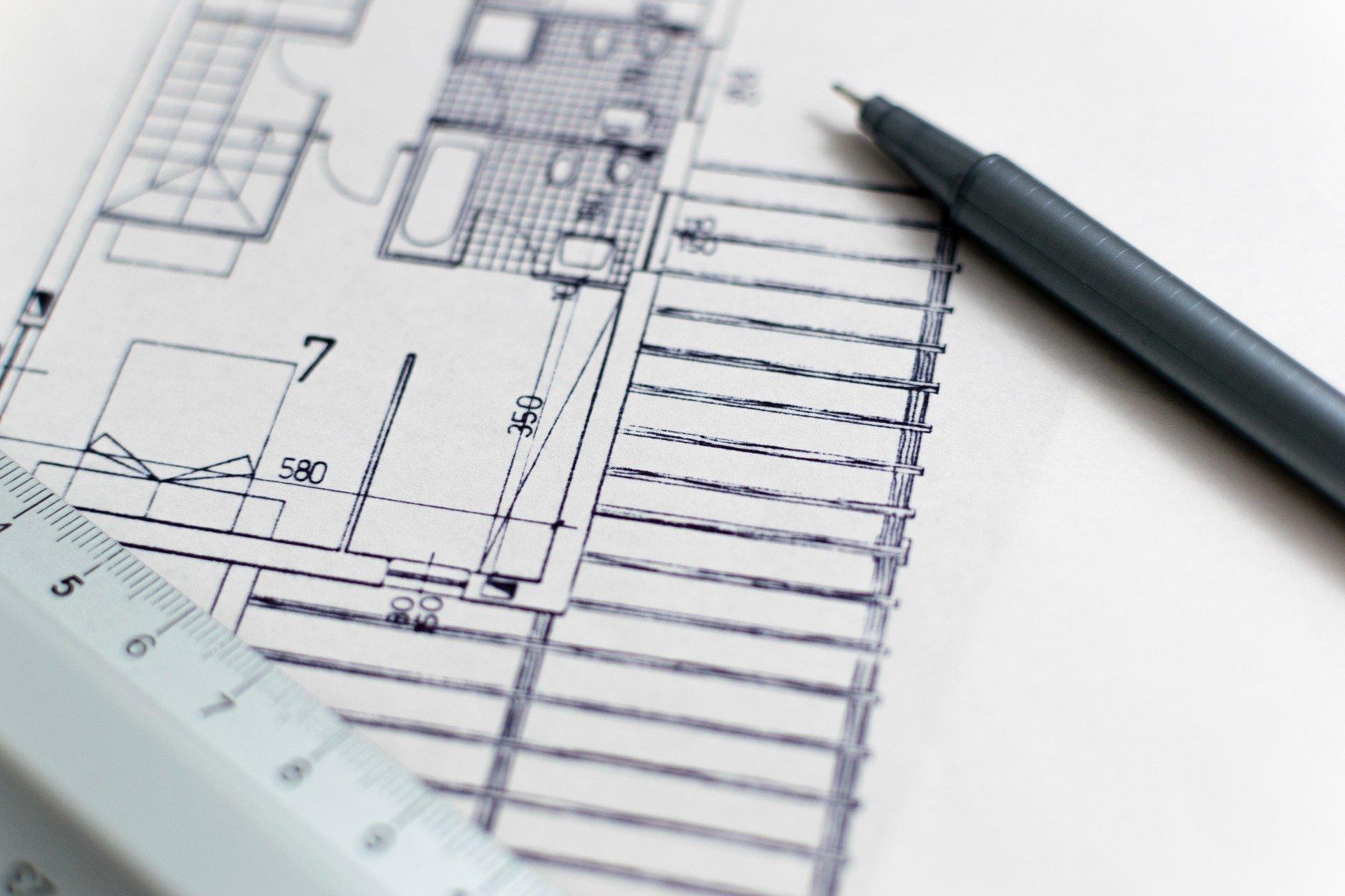 Entwurfsplanungen mit Bleistift, Quelle: Bild von Lorenzo Cafaro auf Pixabay