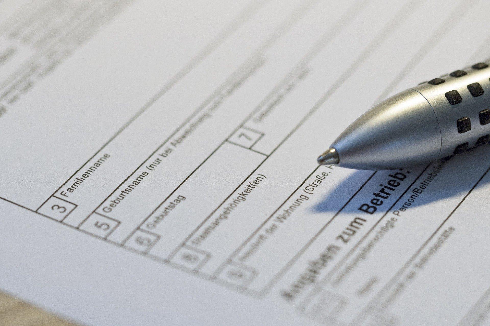 Bild Formular und Stift, Quelle: Bild von Krissie auf Pixabay