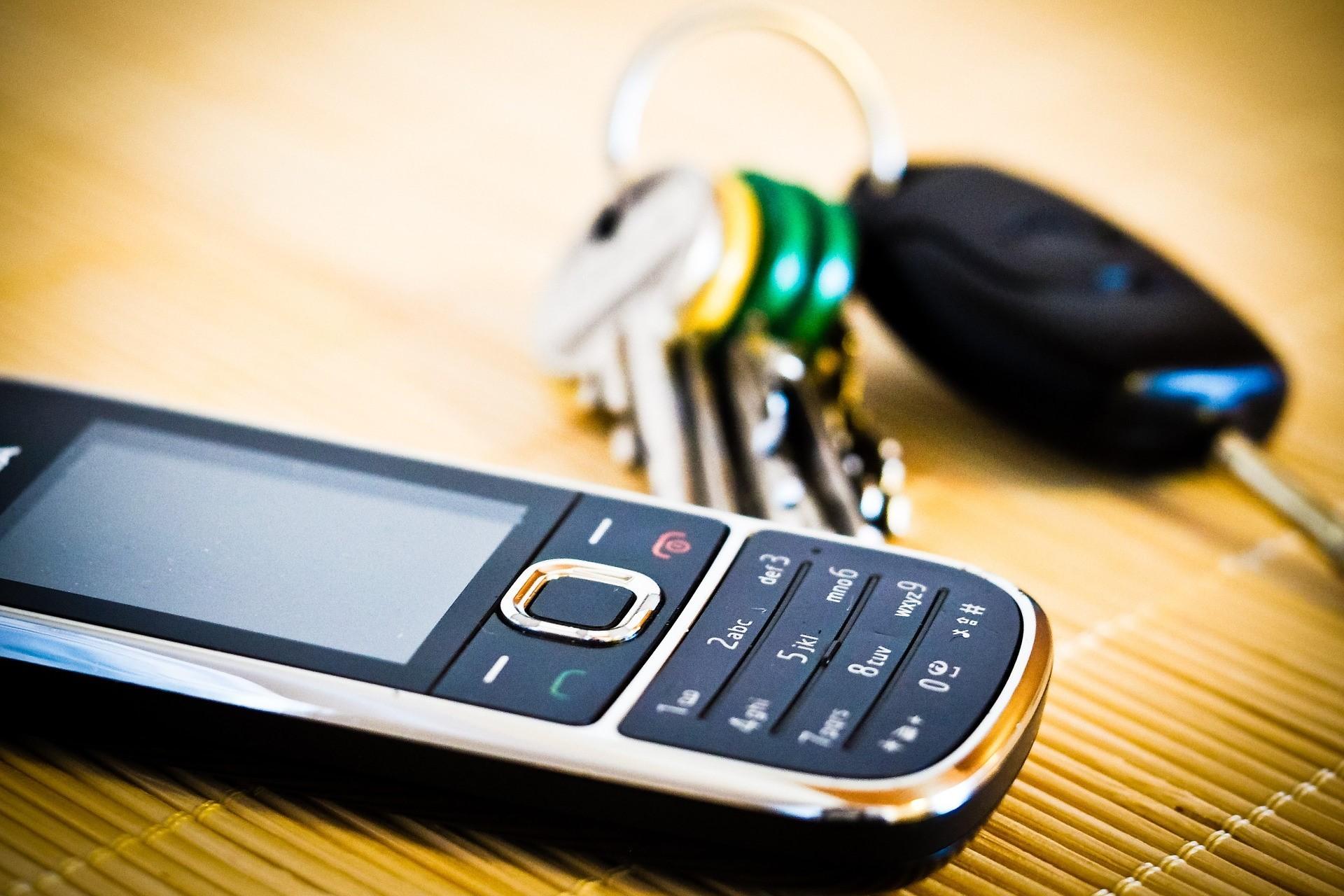 Handy und Schlüssel, Quelle: Bild von Thomas Breher auf Pixabay