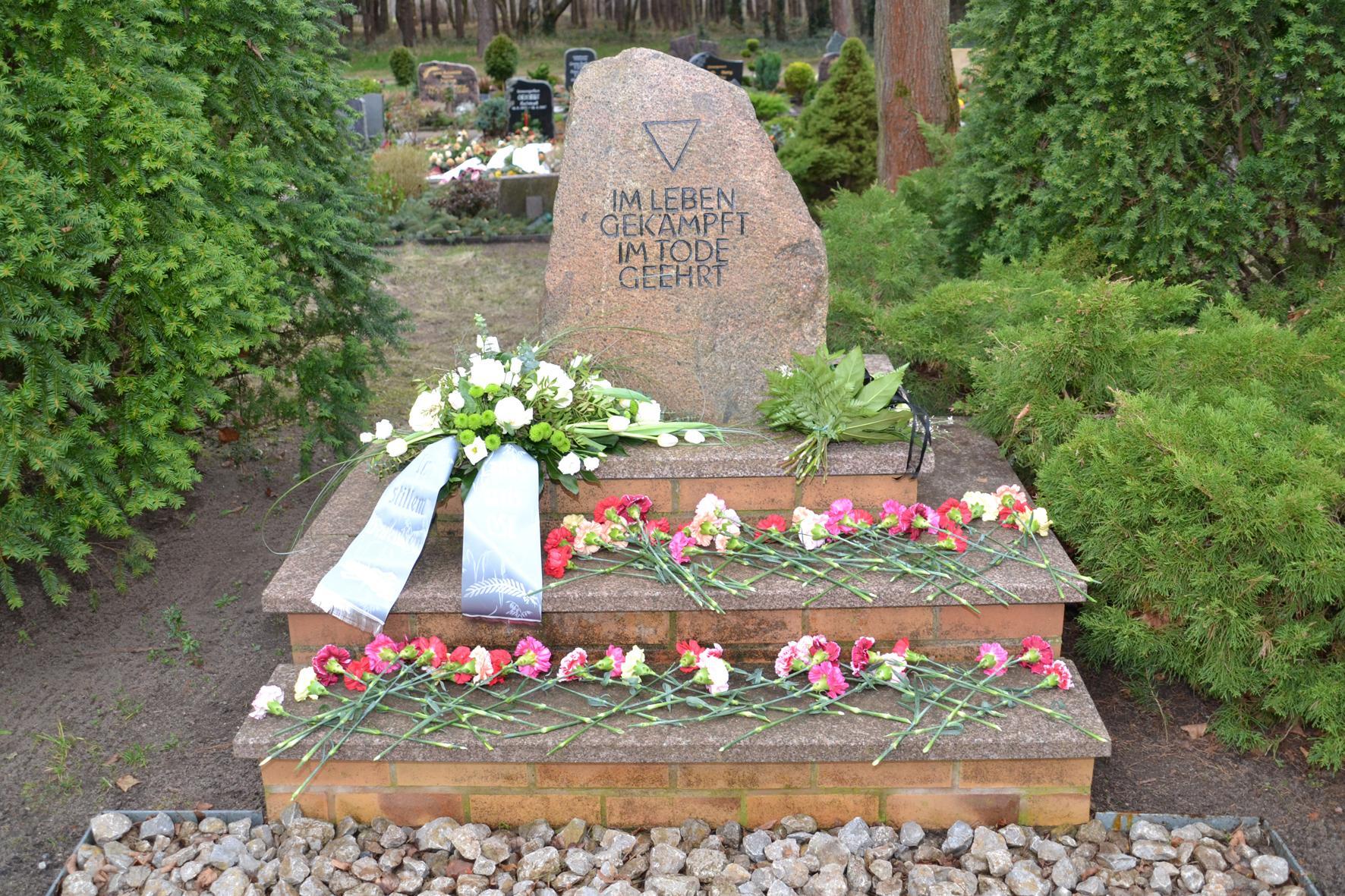 Gedenkstein auf dem Hauptfriedhof in Zerkwitz