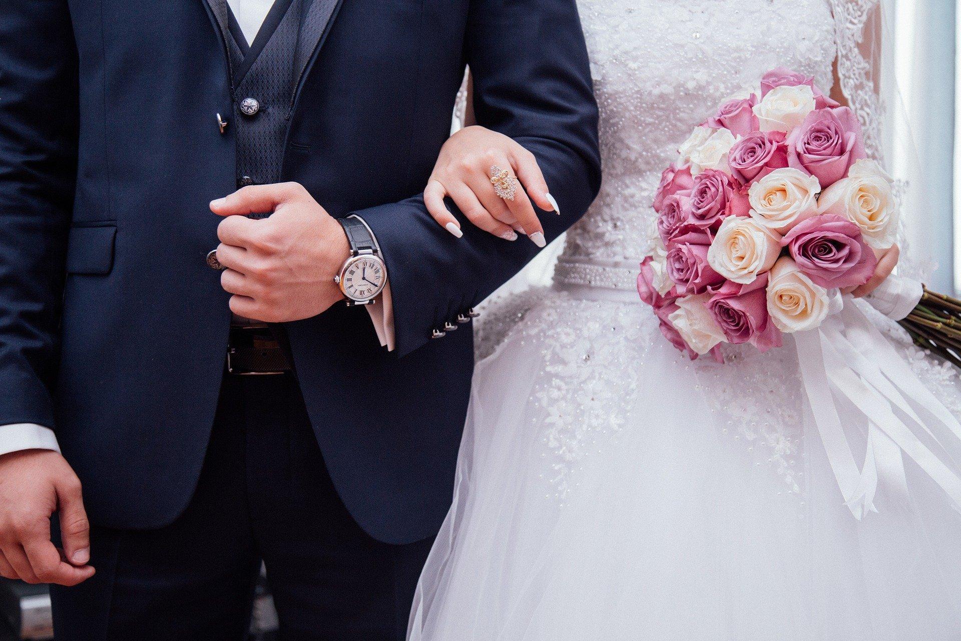 Bild Hochzeitspaar, Quelle: Bild von StockSnap auf Pixabay