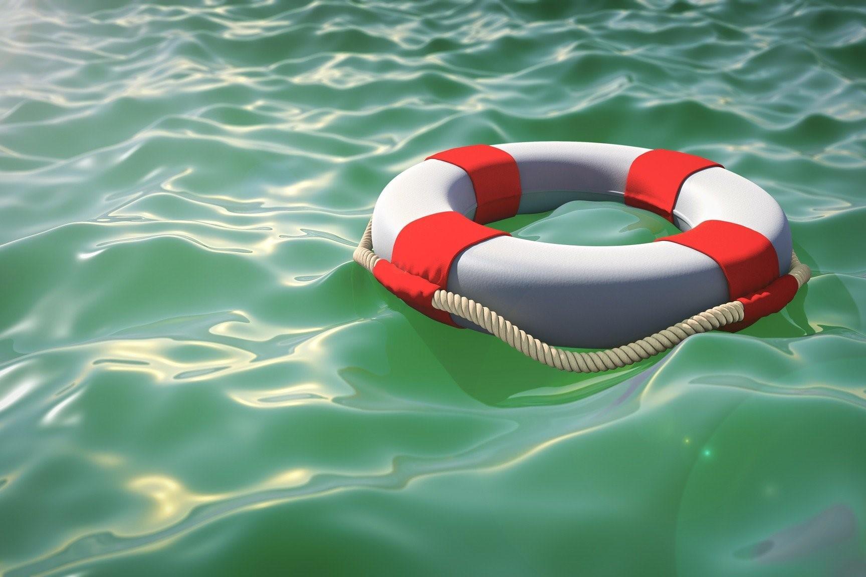 Rettungsring im Wasser, Quelle: Bild von Dimitri Wittmann auf Pixabay