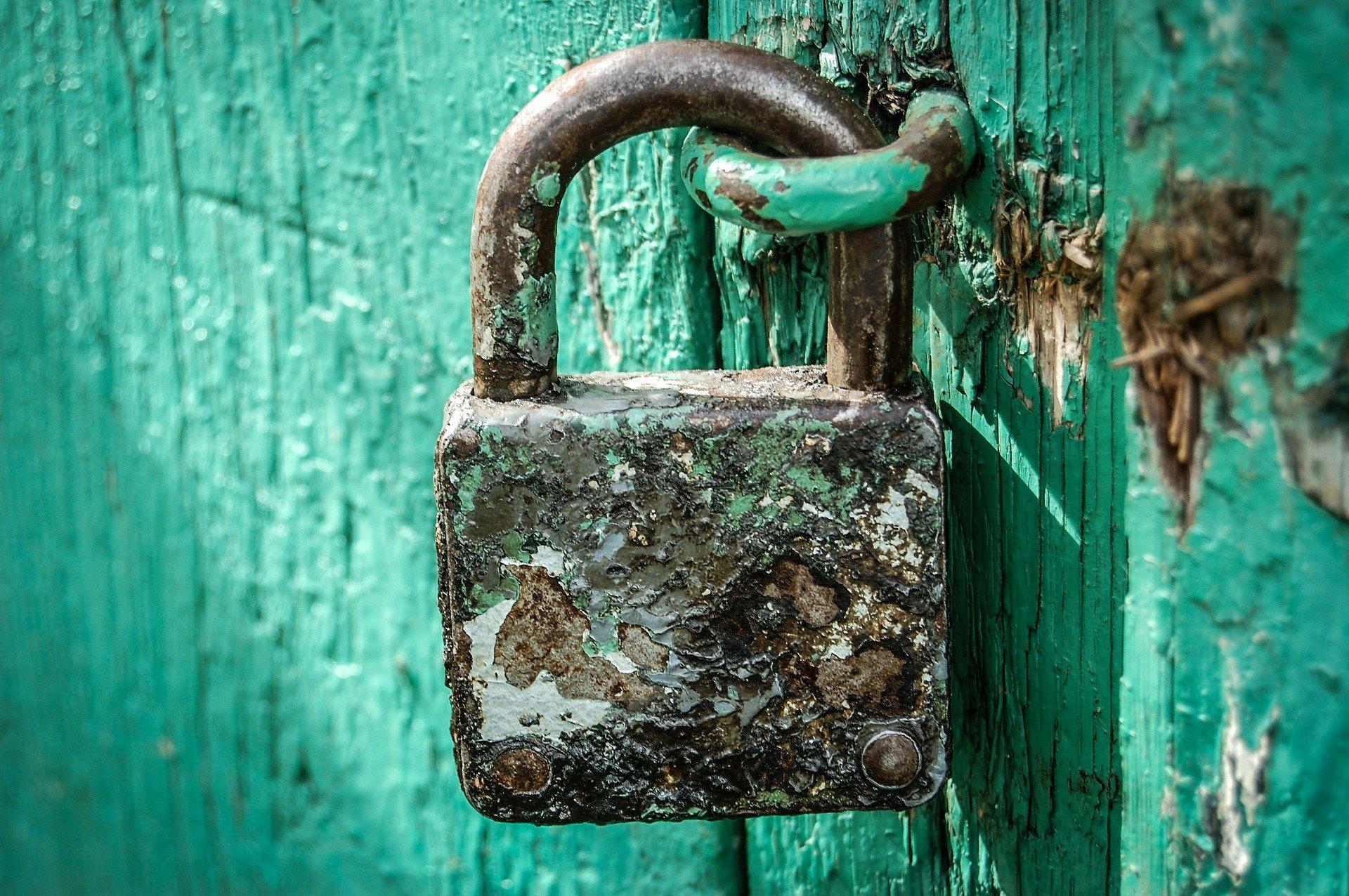 Vorhängeschloss, Quelle: Bild von Michal Jarmoluk auf Pixabay