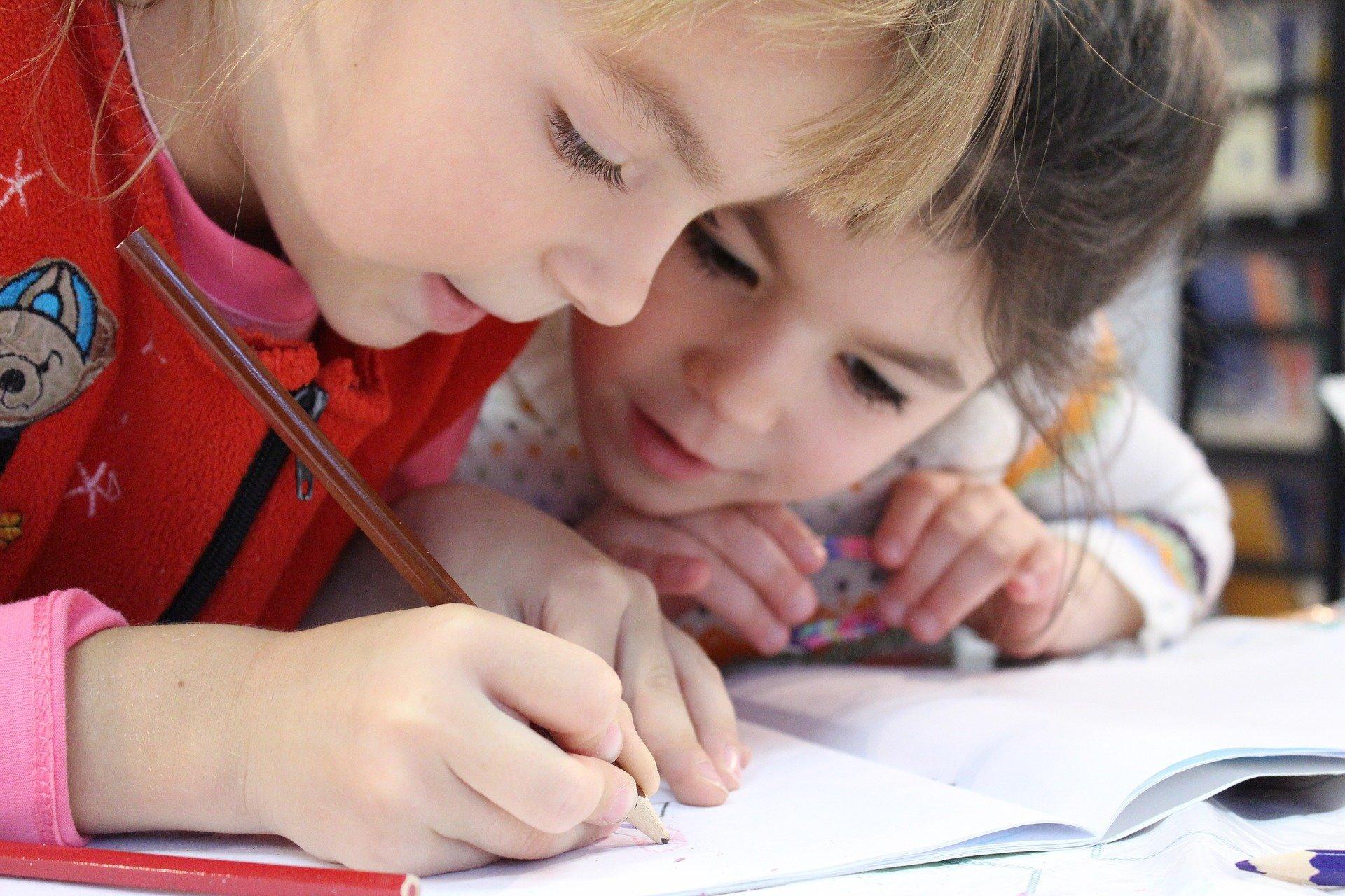 Bild Kinder malen, Quelle: Bild von klimkin auf Pixabay