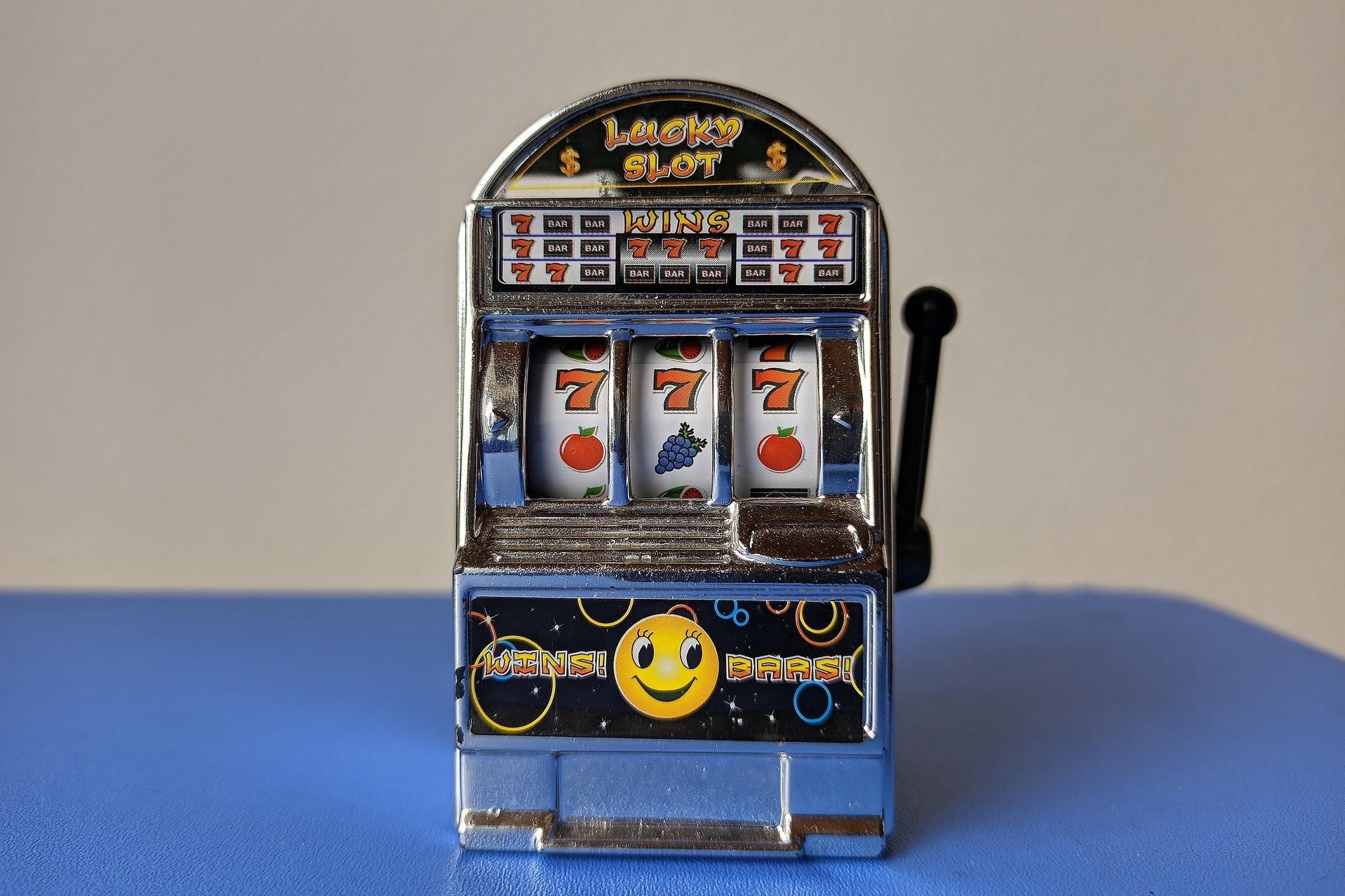 Spielautomat, Quelle: Bild von Carlos Gonzalez auf Pixabay