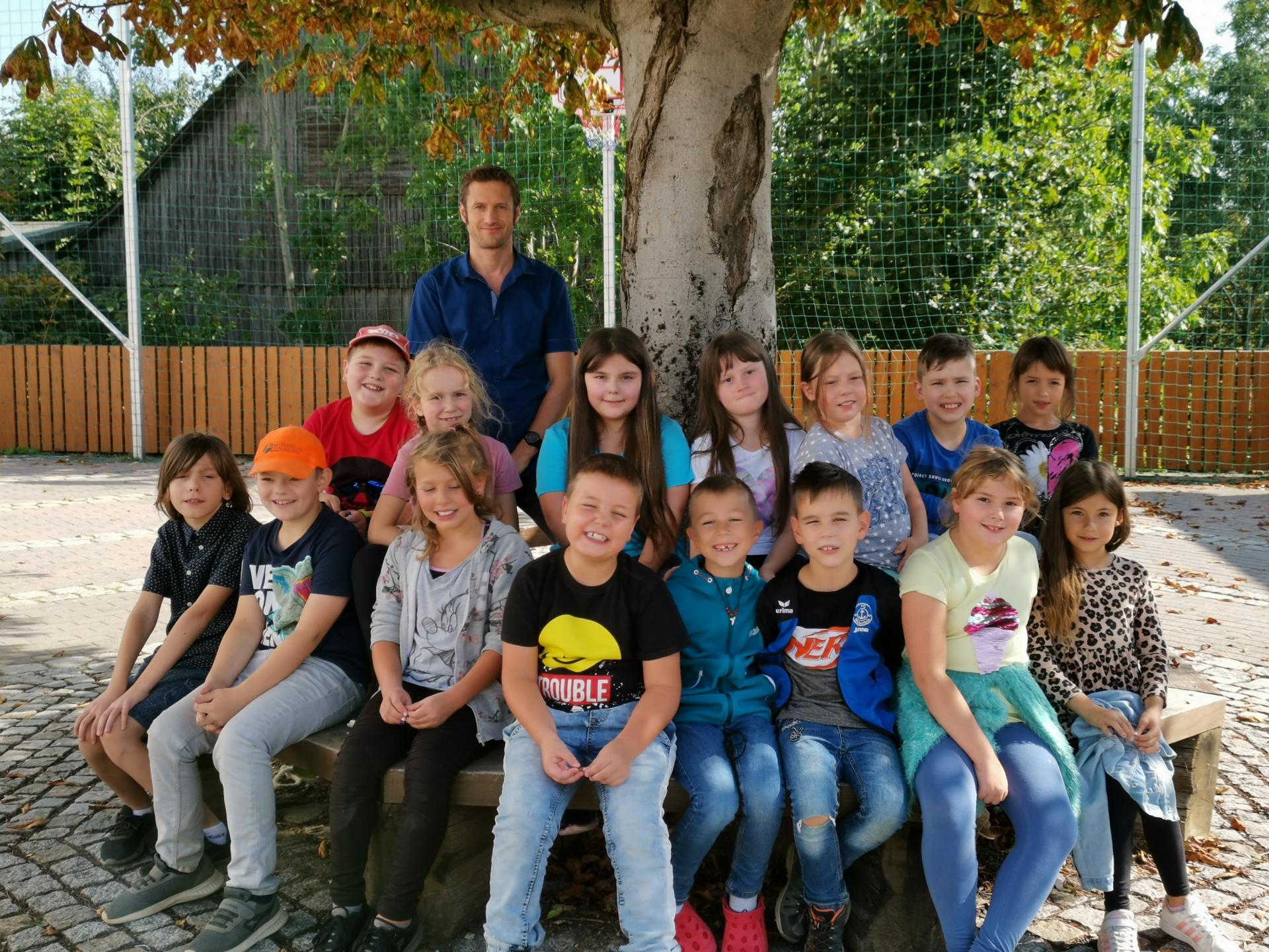 Klasse 3/4 mit Lehrer S. Wich-Herrlein