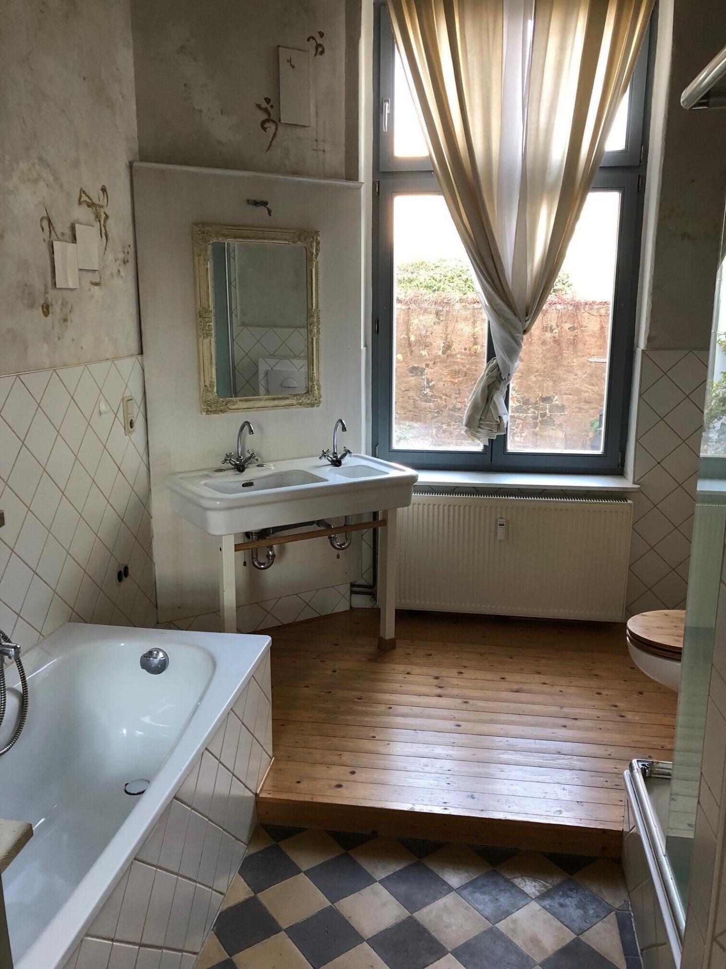 Große Parterre-Wohnung im Gründerzeitstil - 3,5 Räume